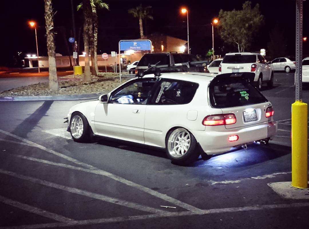 Yesterday we arrived in Las Vegas after a 22 hours flight from Berlin, Germany. The first seen modified car on a WalMart parkinglot was a Honda Civic with some extreme camber. Pretty cool to see the options without TÜV and unnecessary german regulations Germany