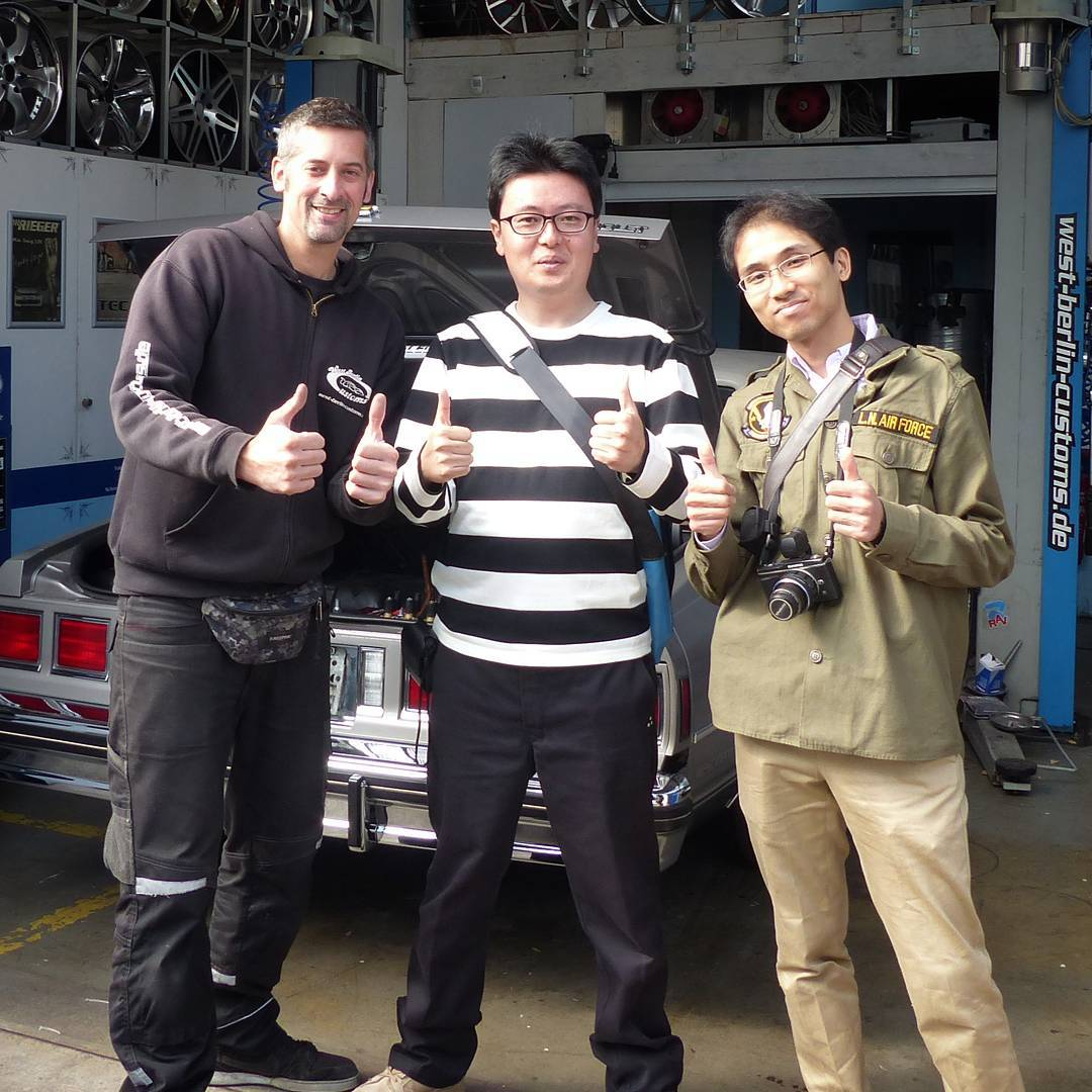 A few days ago these two guy from Japan came by to visit me and my shop. Both are really car guys and interested in the Lowriding Culture as well. So we cruised a little in the Buick Regal Lowrider, took some pictures and talked a lot. It was a pleasure to meet them and I hope to see 'em again. Maybe at the Tokio Auto Saloon – maybe somewhere else on this planet. Big greetings out to Japan and @thekageblog ! ??